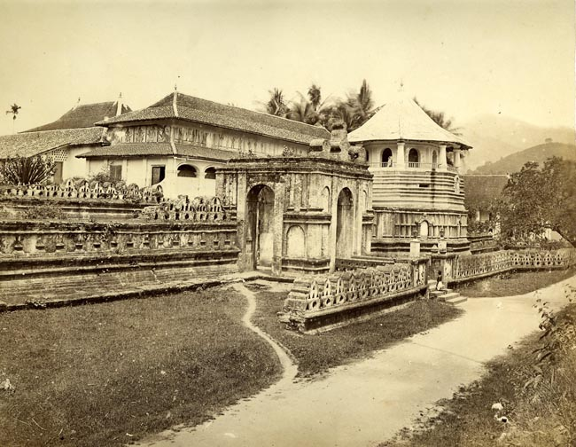 http://www.imagesofceylon.com/architecture/a79-full.jpg
